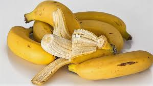 can you whiten teeth with banana peel